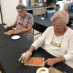 two sisters make artowkr